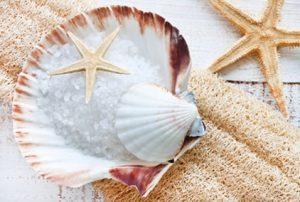 Wellnessurlaub: Thalassoanwendungen, Nordseeschlick, Meerwassertherapie, Salzpeeling
